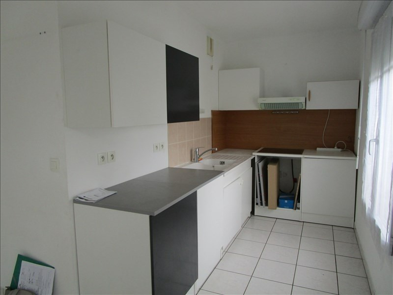 Rental apartment Carbon blanc 737€ CC - Picture 2