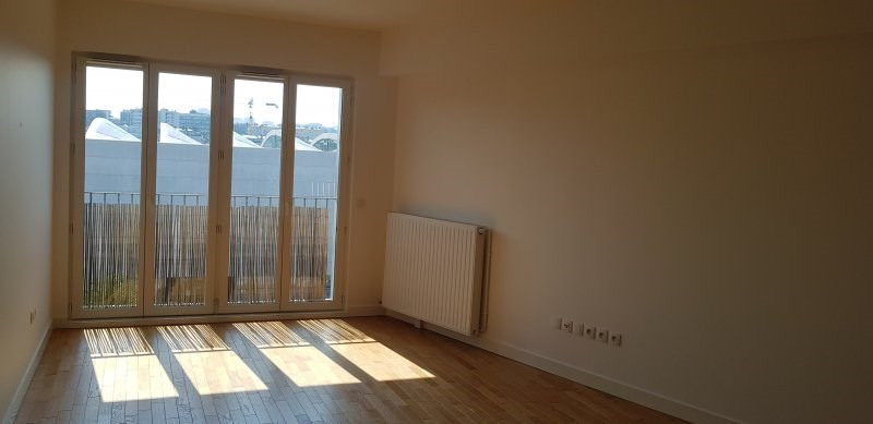 Location appartement Paris 18ème 1 741€ CC - Photo 1