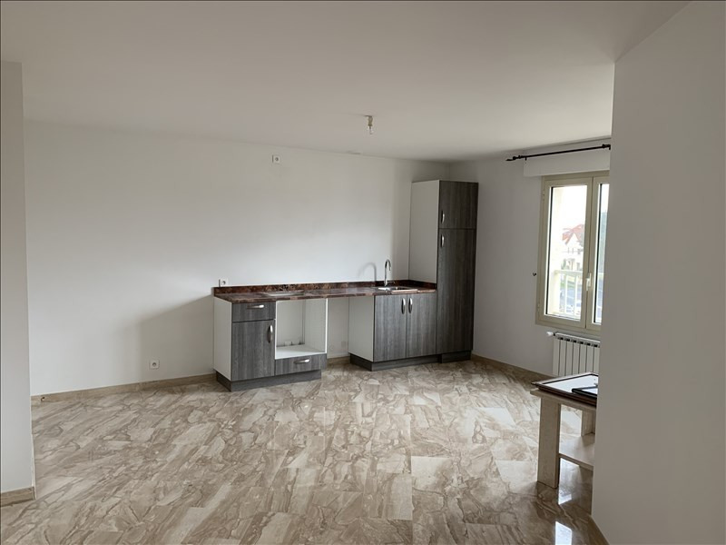 Rental apartment Athis mons 995€ CC - Picture 1