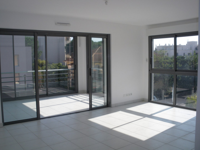 Rental apartment Saint-raphaël 1040€ CC - Picture 1