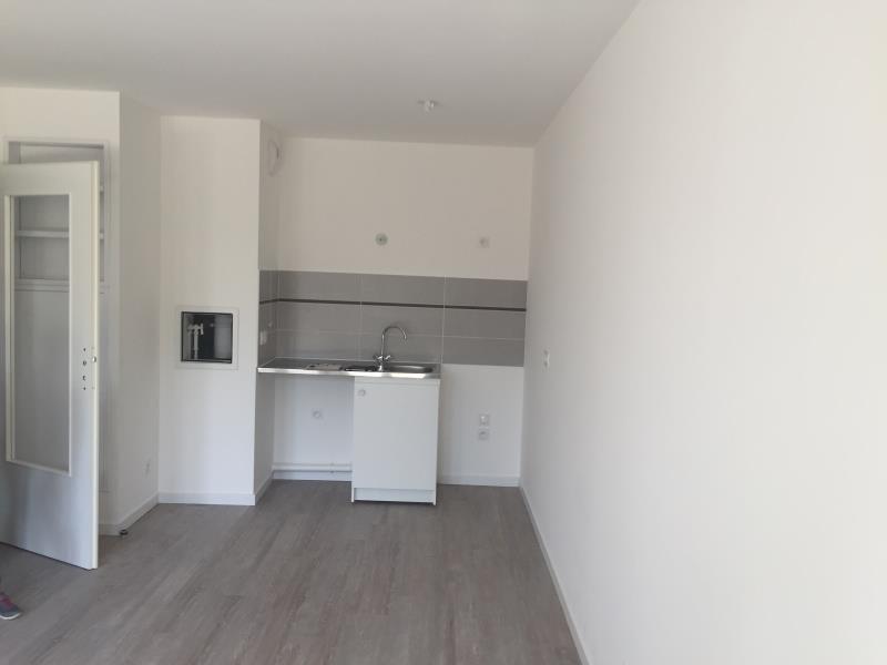 Rental apartment Montlhery 697€ CC - Picture 1
