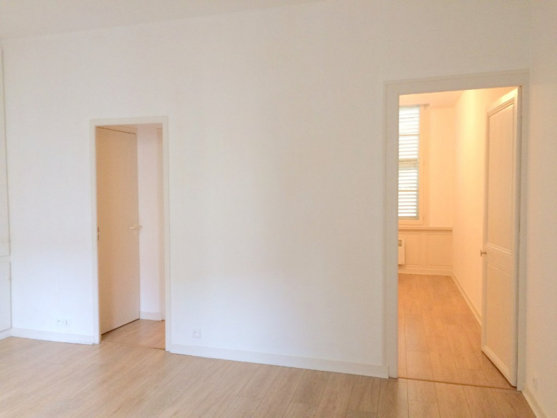Rental apartment La rochelle 730€ CC - Picture 2