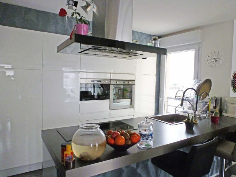 Rental apartment Trappes 1111€ CC - Picture 2
