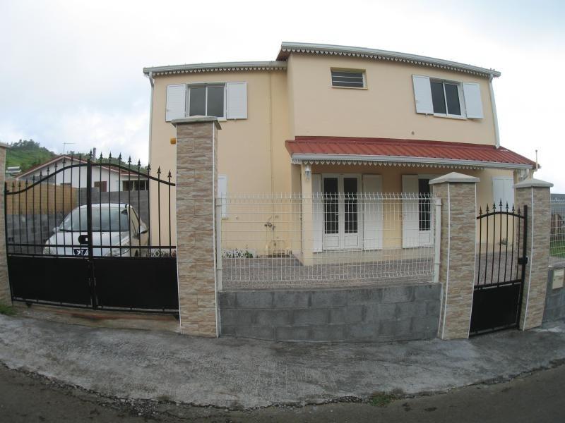Rental house / villa La possession 806€ CC - Picture 1