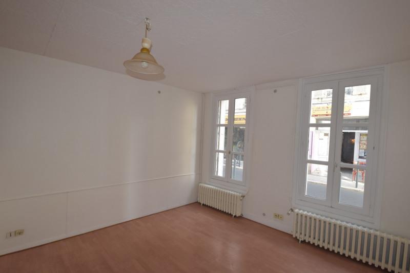 Location appartement Saintes 352,65€ CC - Photo 1