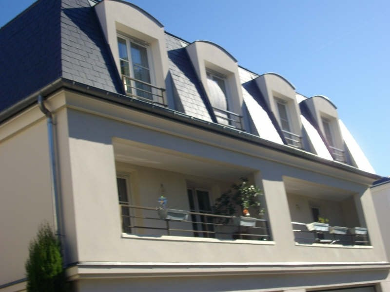 Rental apartment Chatou 1324€ CC - Picture 1