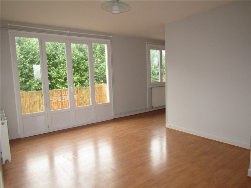 Location appartement Le mesnil le roi 785€ CC - Photo 1