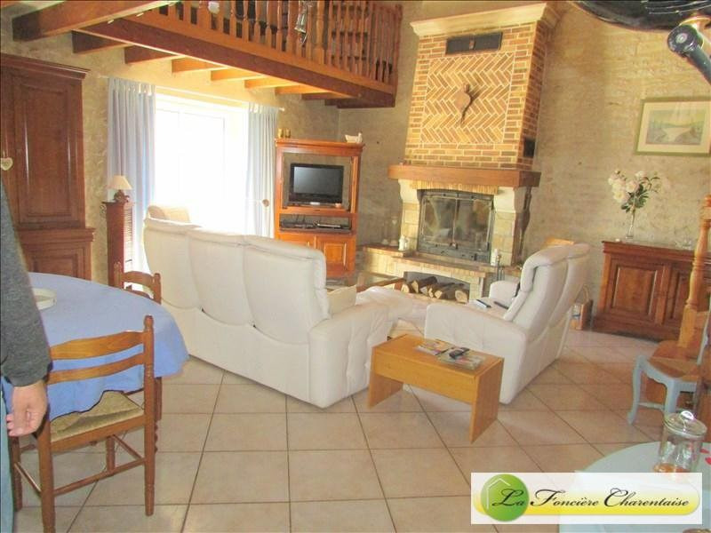 Sale house / villa Villefagnan 328 000€ - Picture 4