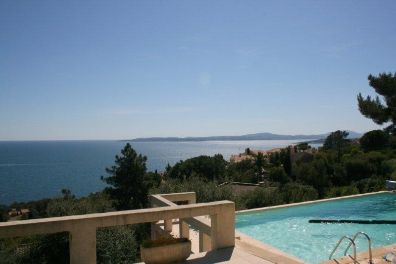 Vacation rental house / villa Les issambres 2 125€ - Picture 1