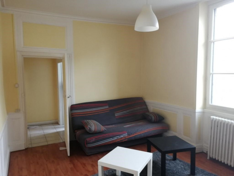 Rental apartment Chateau renault 375€ CC - Picture 2