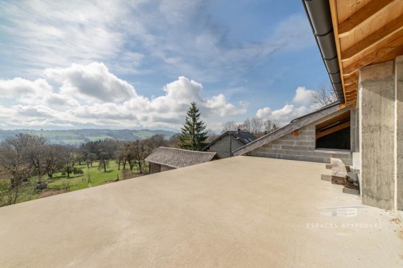 Plateaux bruts en triplex dans une maison avec vue