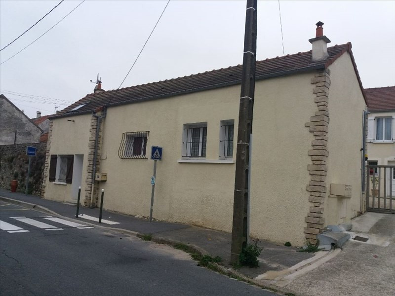 Location maison / villa Etrepilly 560€ CC - Photo 1