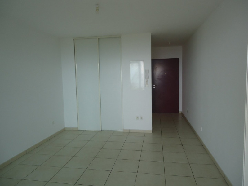 Location appartement Ste clotilde 392€ CC - Photo 3