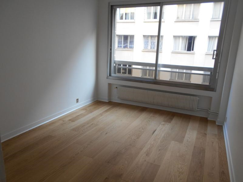 Location appartement Paris 16ème 2 450€ CC - Photo 3