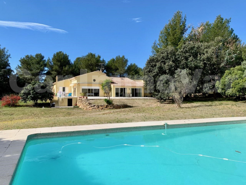 Villa récente type 6 sur terrain de 7500 m²