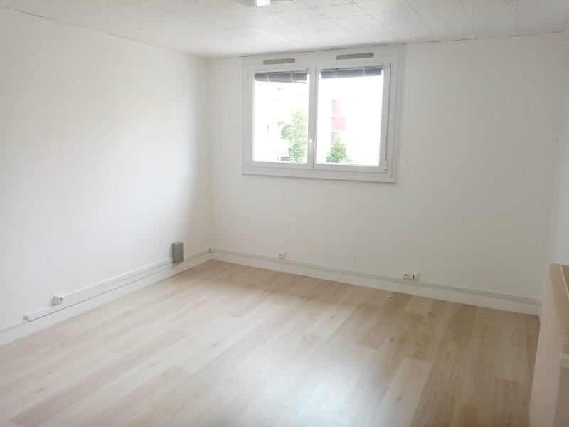 Location local commercial Cergy 810€ HT/HC - Photo 2