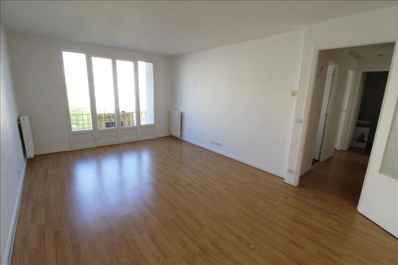 Location appartement Maurepas 764€ CC - Photo 1
