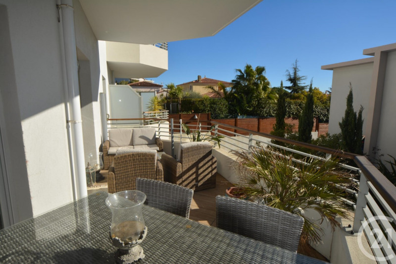 Sale apartment Juan les pins 384 000€ - Picture 1