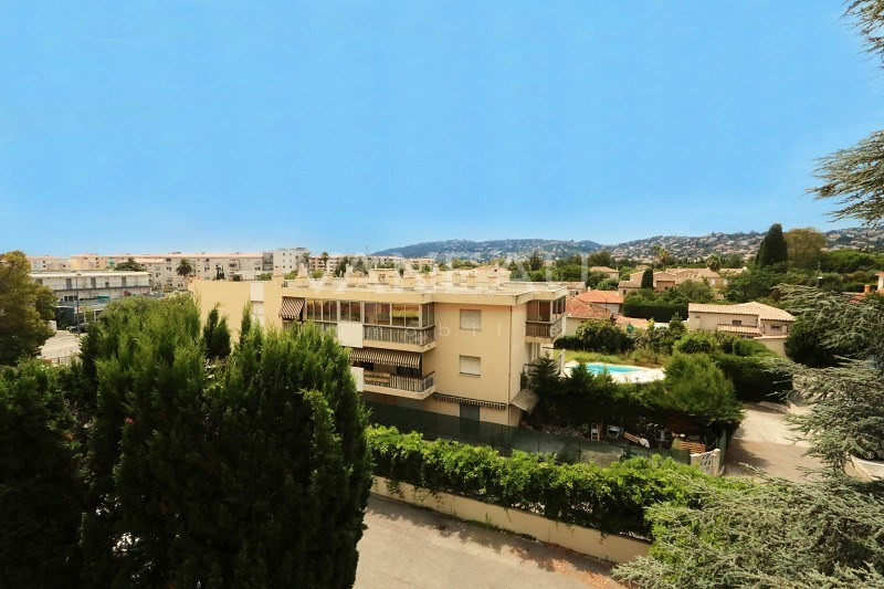 Vente de prestige appartement Juan-les-pins 234 000€ - Photo 1
