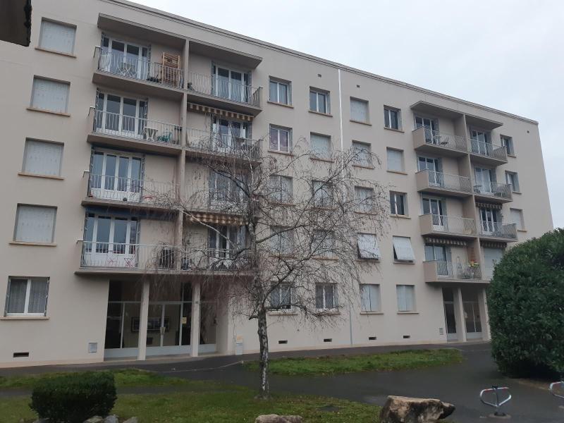 Location appartement Villefranche-sur-saône 702,08€ CC - Photo 1