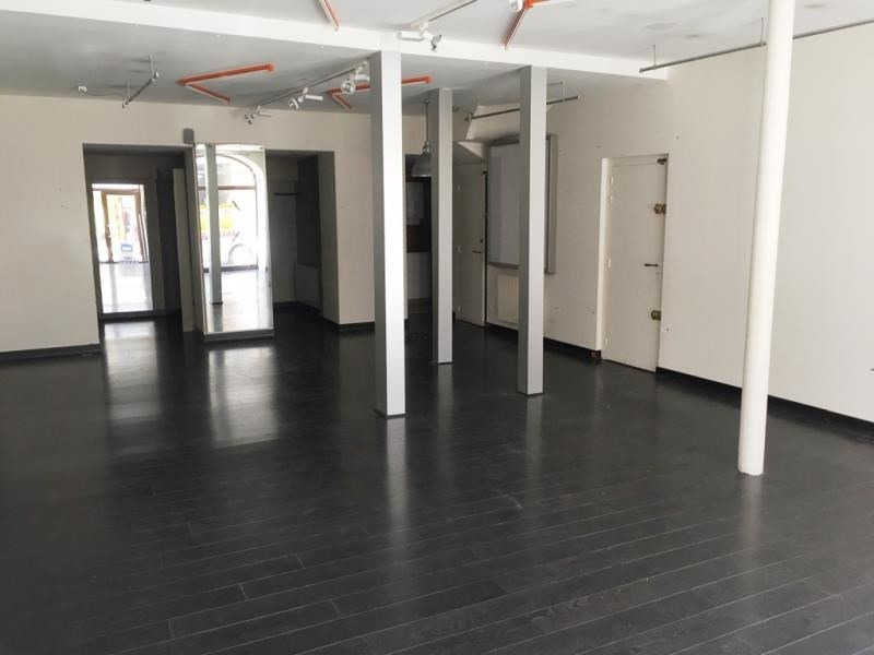Location local commercial Fougeres 750€ HT/HC - Photo 2