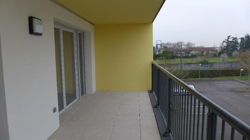 Rental apartment Decines charpieu 784€ CC - Picture 8