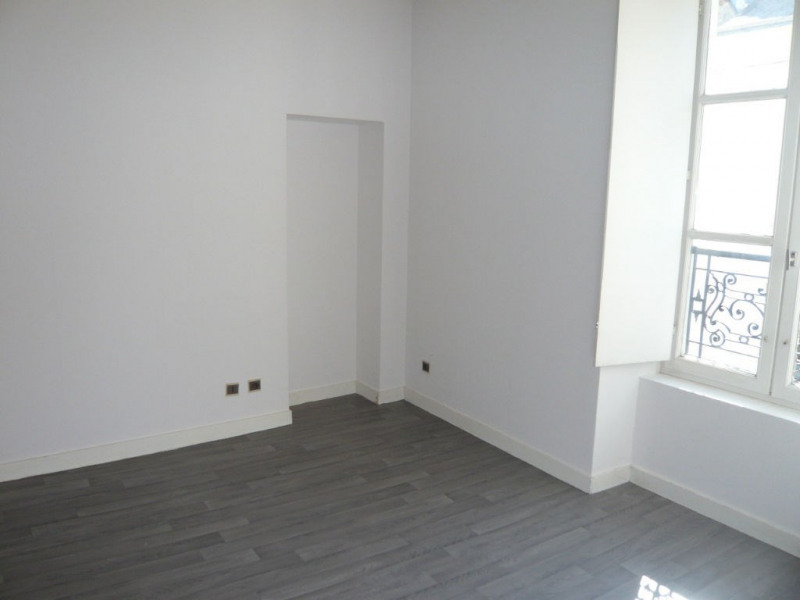 Rental apartment Laval 341€ CC - Picture 2