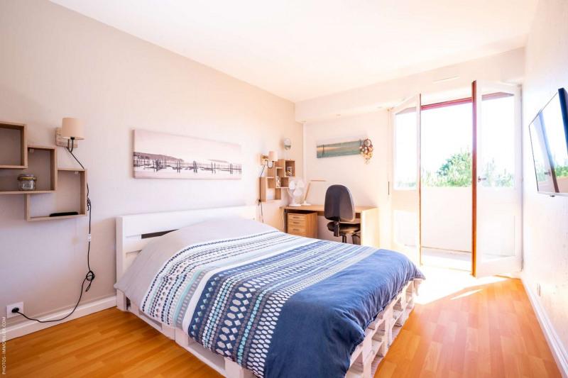 Sale apartment Pessac 244000€ - Picture 2