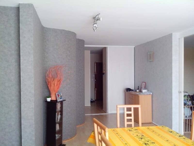 Rental apartment Elancourt 1271€ CC - Picture 2