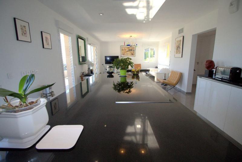 Deluxe sale apartment Saint laurent du var 579000€ - Picture 6