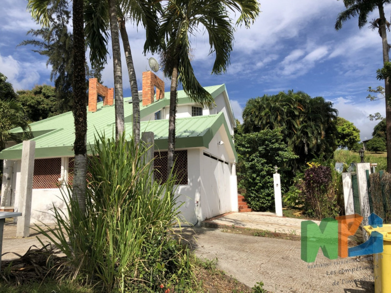 Sale house / villa Riviere salee 325500€ - Picture 1