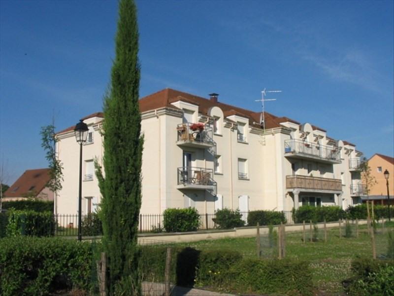 Rental apartment Le plessis pate 738€ CC - Picture 1