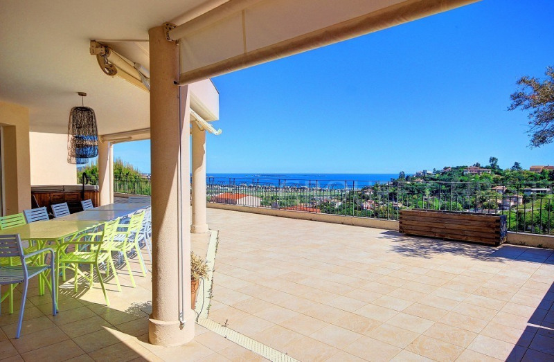 RECENT PENTHOUSE WITH VIEW ON THE BAY OF CANNES