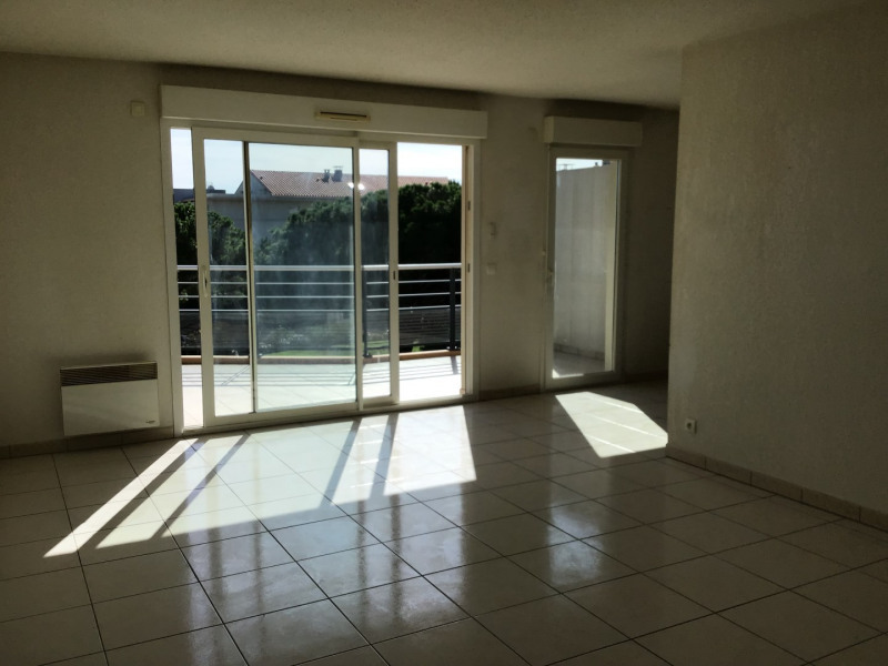 Rental apartment Fréjus 1 110€ CC - Picture 3