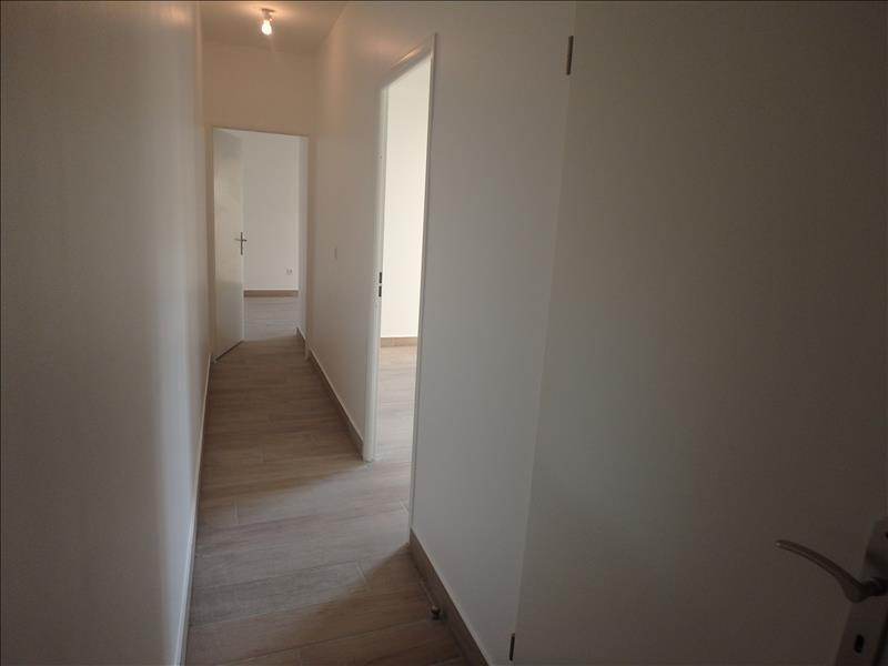 Rental apartment Buc 2 124€ CC - Picture 10