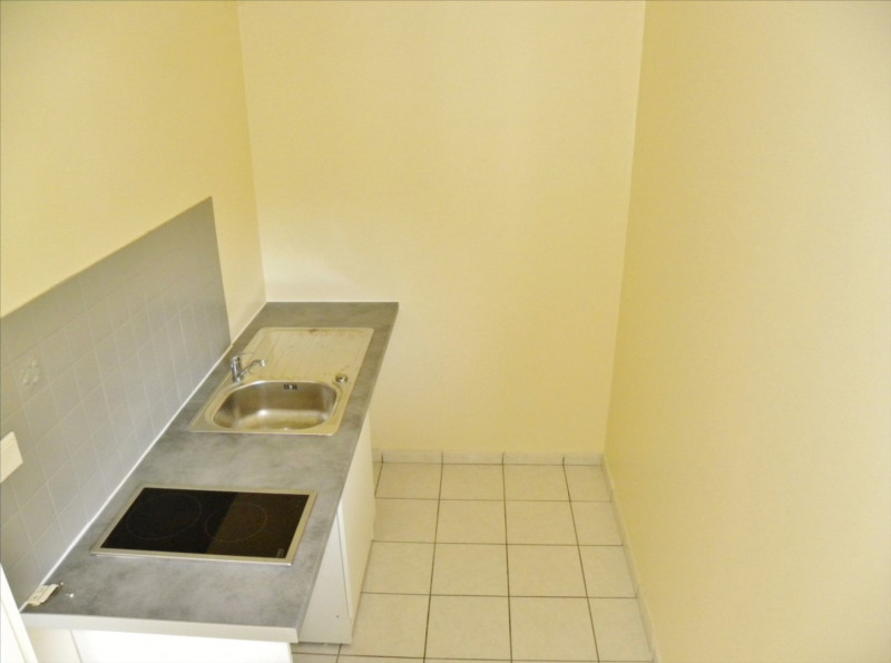 Rental apartment Saint denis 430€ CC - Picture 4