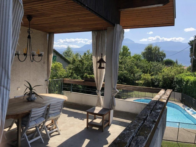Revenda casa Voiron 485000€ - Fotografia 2