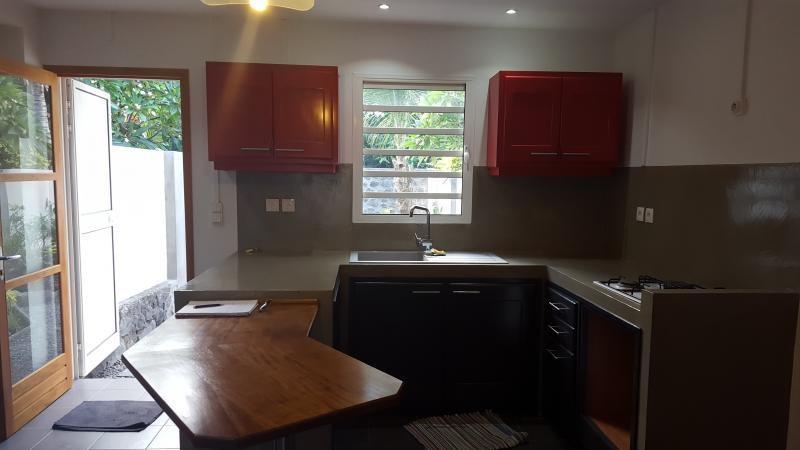 Rental apartment Saint gilles les bains 1095€ CC - Picture 1