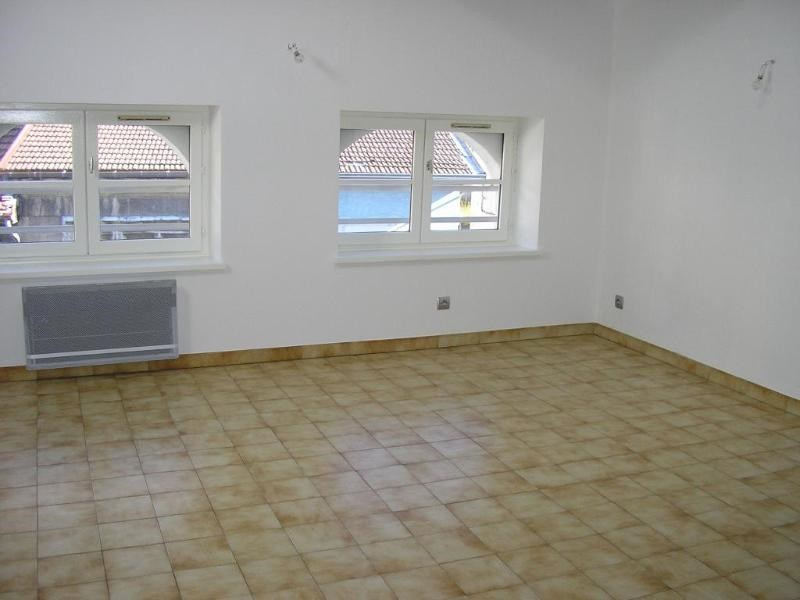 Location appartement Nantua 406€ CC - Photo 3