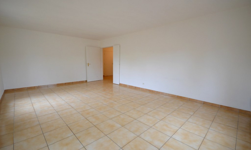 Location appartement Plaisir 917€ CC - Photo 3