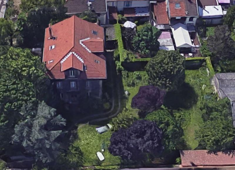 Maison de ville -terrain et terrasse