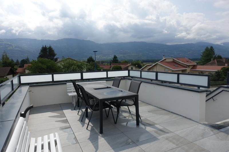 Deluxe sale house / villa Lumbin 420000€ - Picture 1