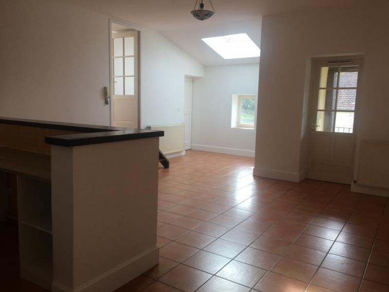 Rental apartment Assieu 800€ CC - Picture 2