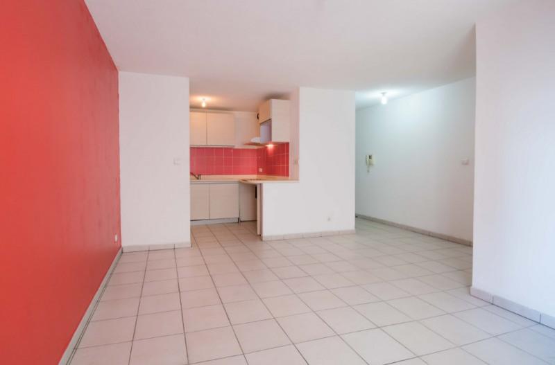 Rental apartment Saint denis 611€ CC - Picture 4