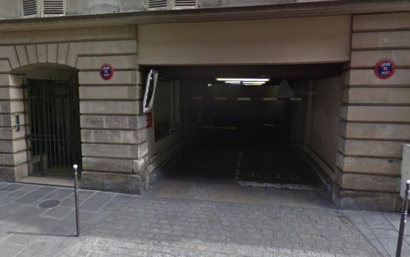 Location parking Paris 3ème 165€ CC - Photo 1
