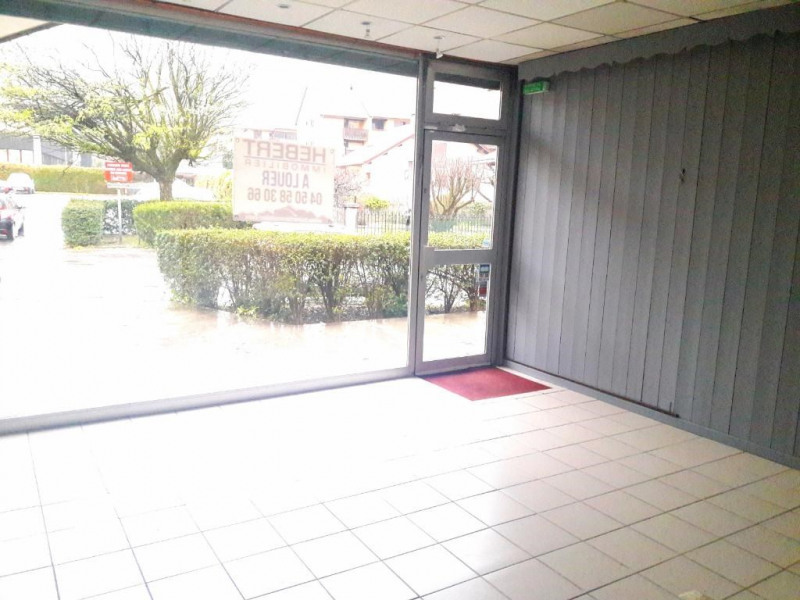 Location local commercial Sallanches 710€ CC - Photo 3