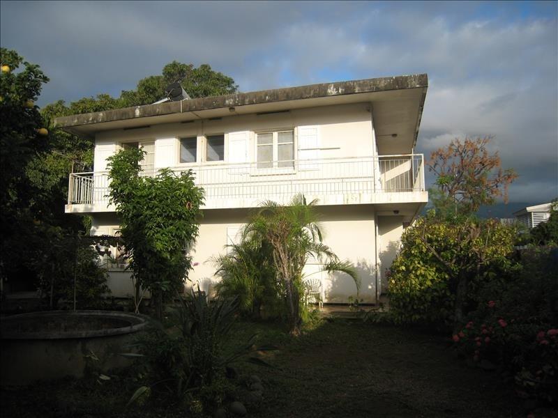 Sale house / villa Le port 254400€ - Picture 1