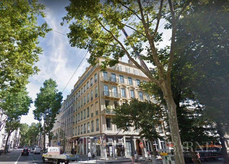 Lyon 6 - Foch - 1,657 sq ft apartment in need of renovation on t