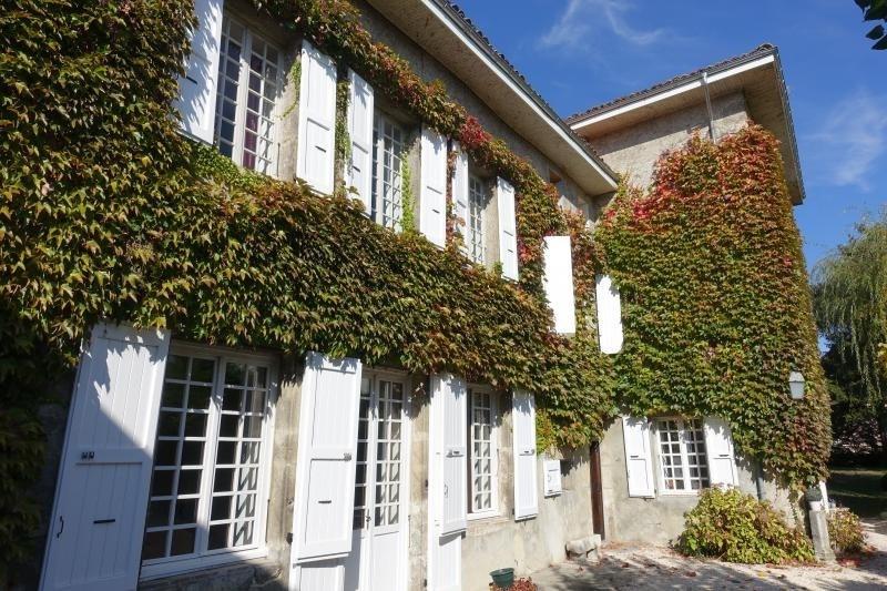 Deluxe sale house / villa La buissiere 585000€ - Picture 1