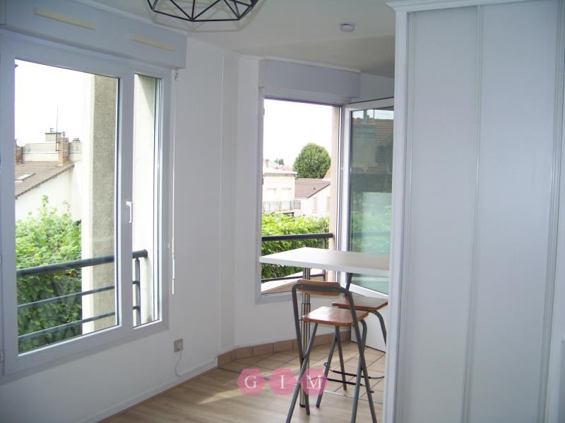 Rental apartment Poissy 695€ CC - Picture 1